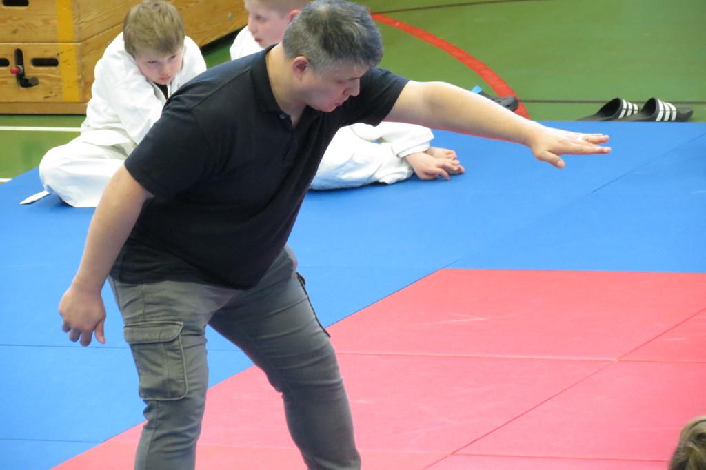 Sait-Kit Tsui als Kampfrichter