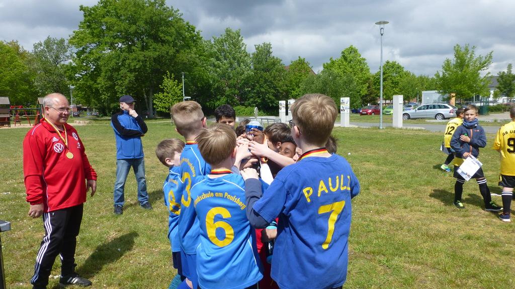 Siegerpokal für die Grundschule am Paulsberg!