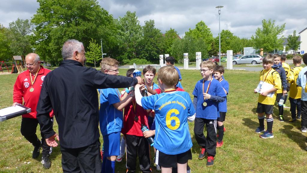 Pokal für die Grundschule Uesen