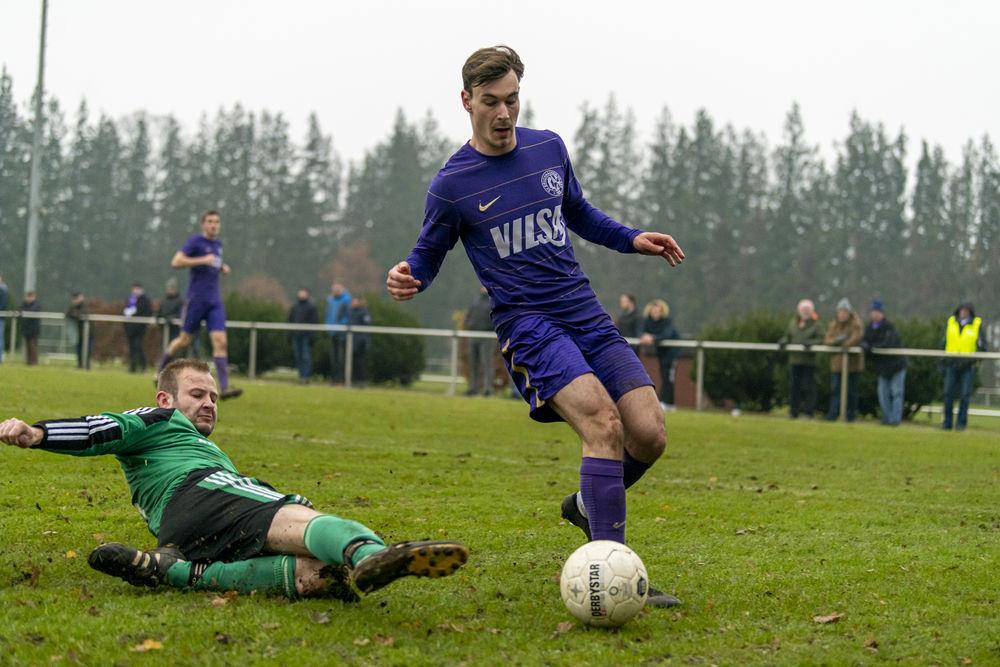 Der SV Bruchhausen-Vilsen (rechts Mathis Wohlers) stellt in der Kreisliga die beste Defensive. (Michael Braunschädel)