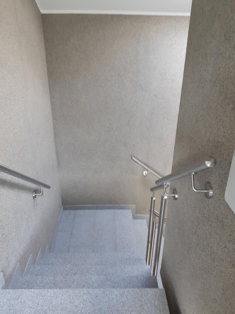 Treppe vom Bewegungsraum zum Eingangsbereich