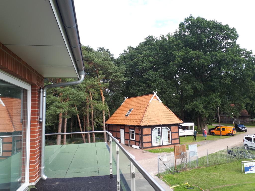 Aussicht vom Balkon auf das Vereinsheim
