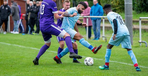 Sehen sich auch in der Kreisliga wieder: die beiden Aufsteiger SV Bruchhausen-Vilsen II und der TSV Barrien. (Thorin Mentrup)