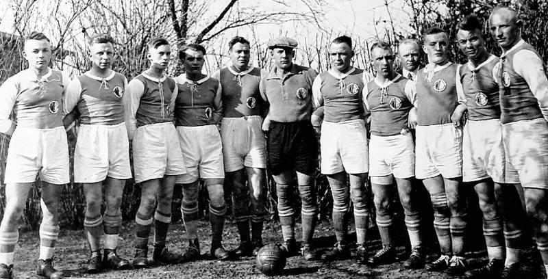 Elf Freunde plus Trainer müsst ihr sein: eine Mannschaft des SV Bruchhausen-Vilsen in den 1920er-Jahren.