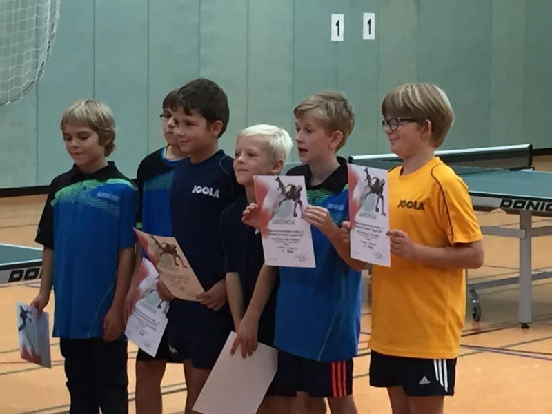 Jugend-Kreismeisterschaften 2015 C-Schüler-Doppel – 1.+2. von links Niklas Dobratz/Henk-Ole Schoknecht (3. Platz), 2. von rechts Jakob Meier (1. Platz mit Silas Nordmeyer/Barme)