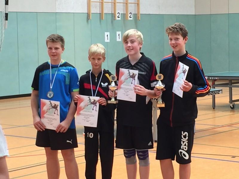 Jugend-Kreismeisterschaften 2015 A-Schüler-Einzel – links Julian Wuckert (3. Platz)