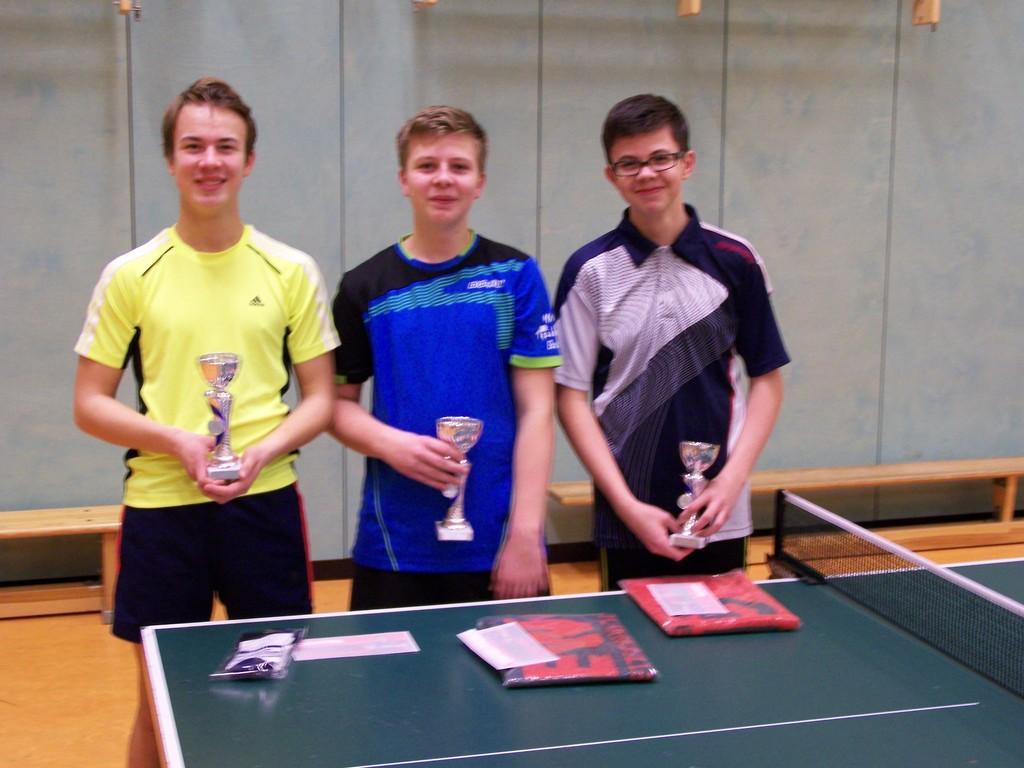 Jugend A-Vereinsmeister 2015: v.L. Paul-Simon Pawlowitz (2.), Julian Wuckert (1.), Lukas-Malte Gimpel (3.)